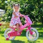 Двухколесный велосипед с дополнительными колесами